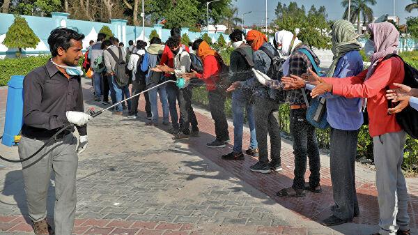 Индия стала пятой страной в мире, где от коронавируса умерли свыше 40 тысяч человек