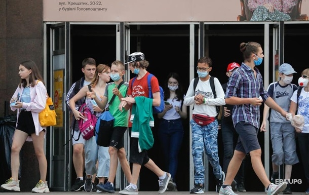 Коронавирус в Украине: за сутки заболели 2328 человек, 37 умерли