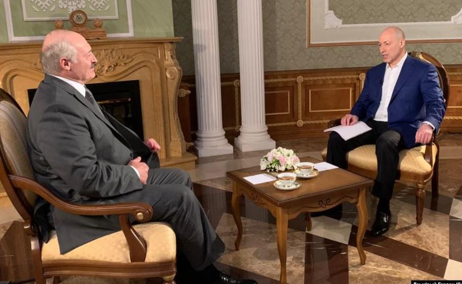 Лукашенко заявил, что за Крым с Россией нужно было воевать