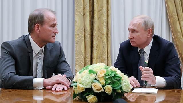 Медведчук с Марченко выехали в Крым