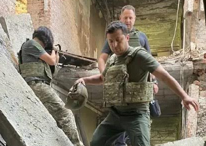 Зеленский переночевал и выпил с бойцами ВСУ на передовой