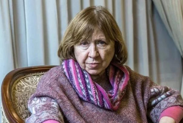 Из Беларуси выехала нобелевский лауреат Алексиевич