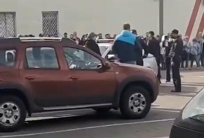 В Беларуси ОМОНовец жестоко избил женщину