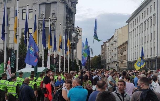 Возле Офиса президента протестуют против соглашения с «ДНР»