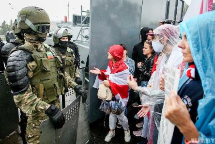 Возле резиденции Лукашенко в Минске пустили газ