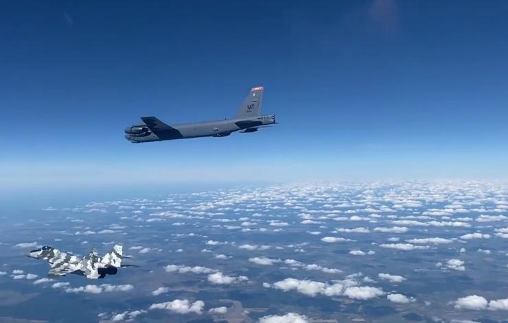 Россия подняла в небо 8 истребителей из-за украинско-американских полетов возле Крыма