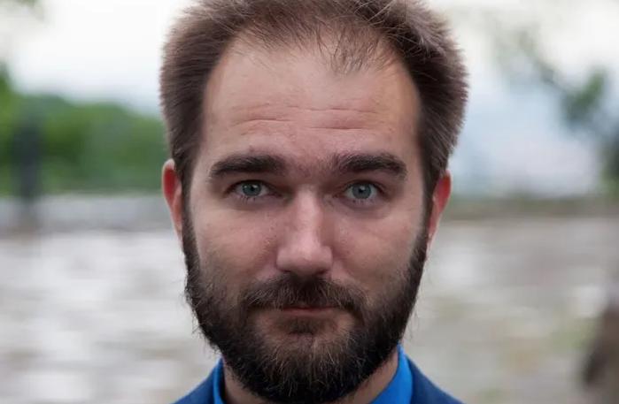 Нардеп Юрченко забаррикадировался в доме и не пускает НАБУ