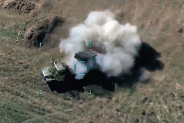 Азербайджан нанес авиационный удар по армянской армии, видео