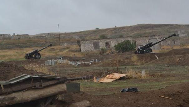 Азербайджан захватил армянские артиллерийские позиции с орудиями