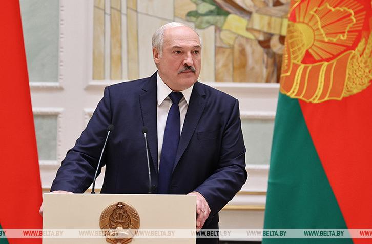 Лукашенко пригрозил отрывать руки протестующим
