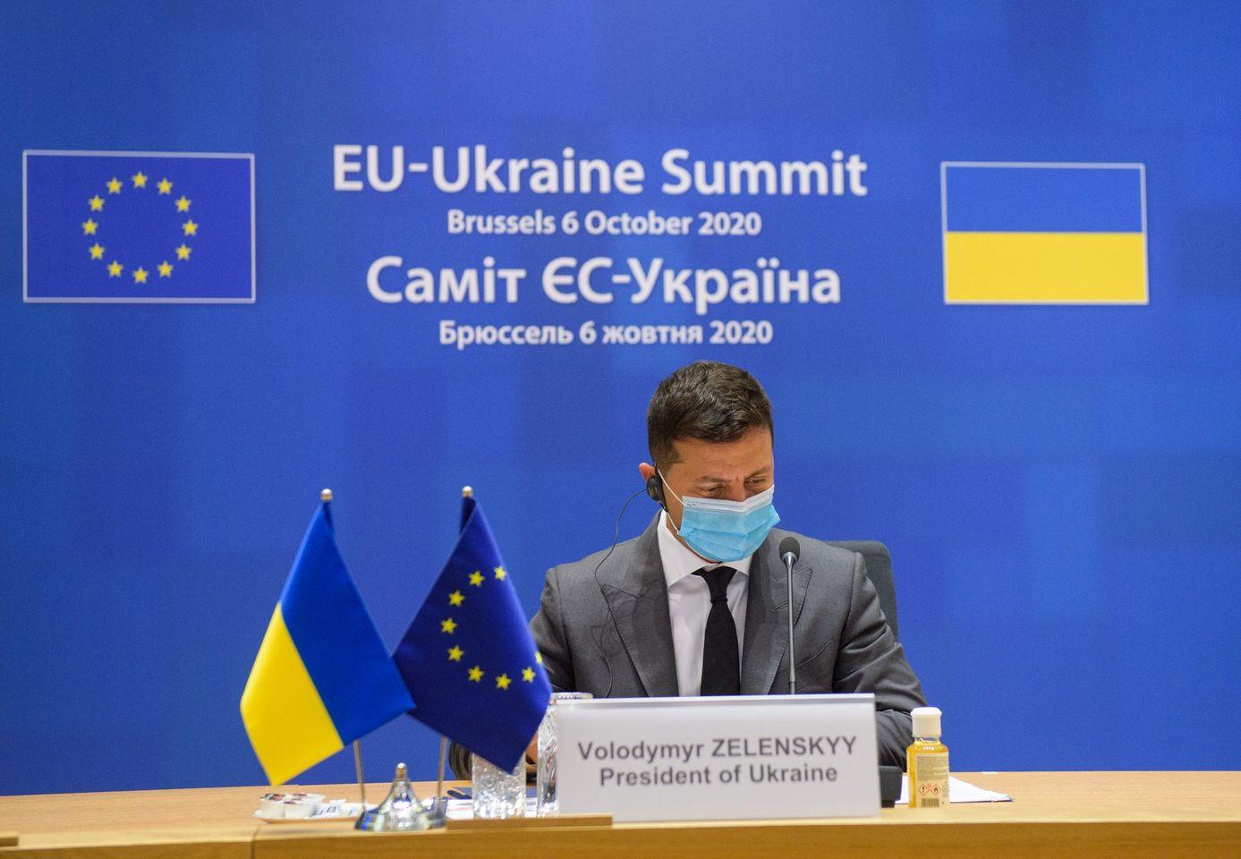 Зеленский отреагировал на просьбу к Путину помочь Украине с вакциной от коронавируса