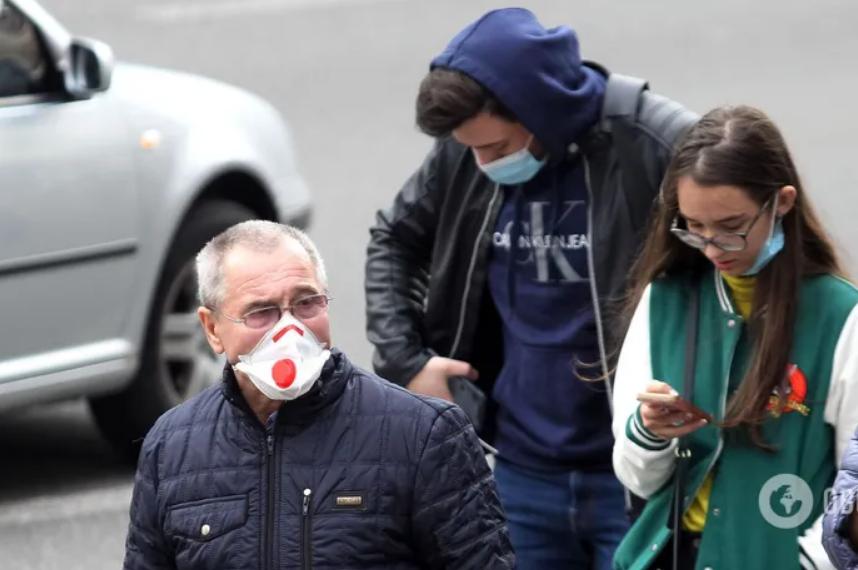 В Украине за минувшие сутки коронавирусом заболели 9850 человек
