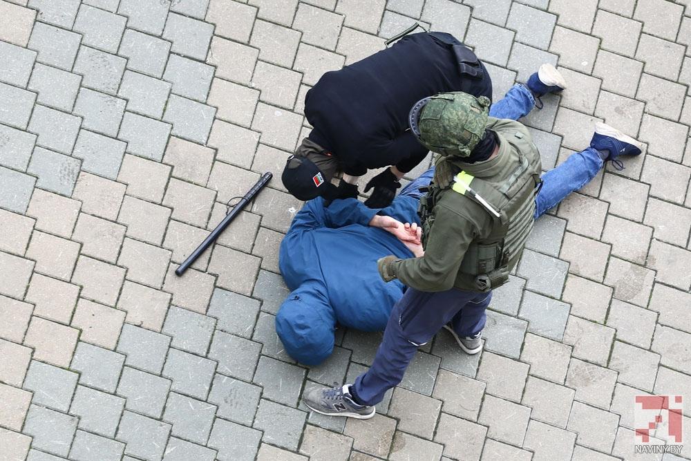 В Минске силовики проводят жесткий разгон протестующих