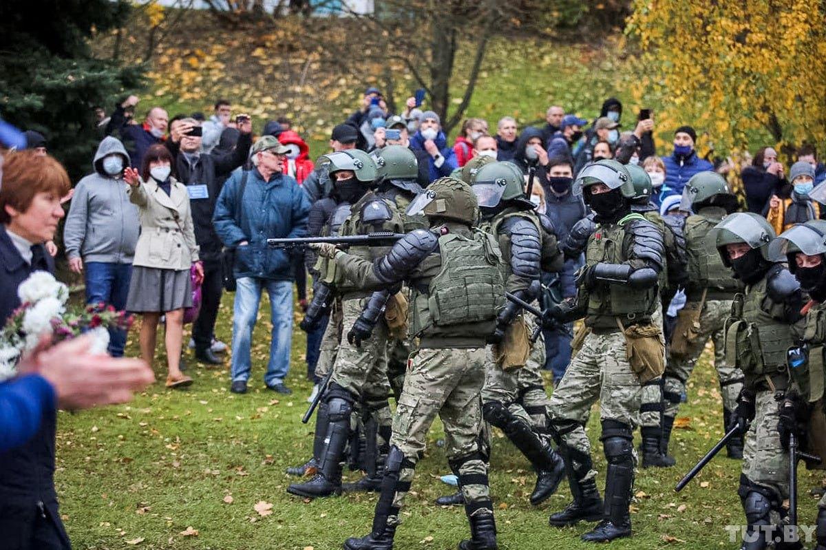 В Минске проходят жесткие задержания, силовики применили оружие