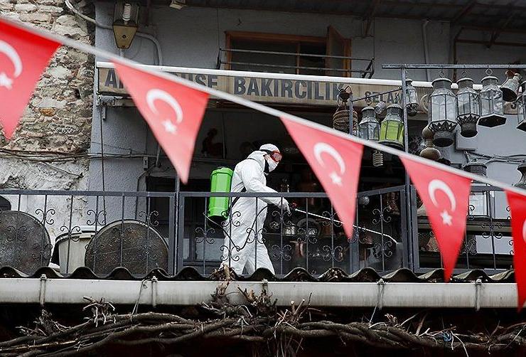 В Турции три дня подряд коронавирусом заражаются почти по 30 тысяч человек