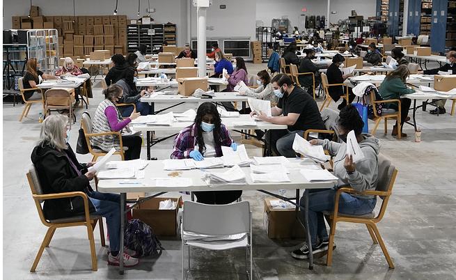 В ключевом штате США объявили пересчет голосов