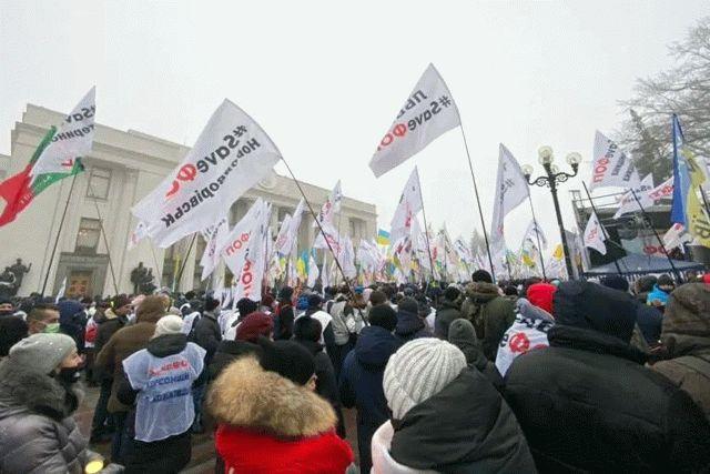 Под Верховной Радой проходит массовый митинг предпринимателей