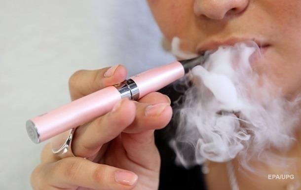 Рада ввела ограничение на продажу электронных сигарет