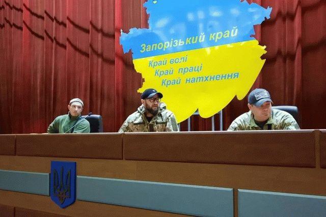 Люди в камуфляже заняли сессионный зал Запорожского облсовета