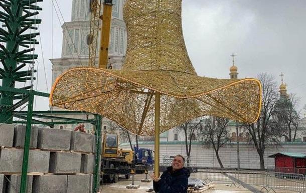 С главной елки Украины убрали шляпу