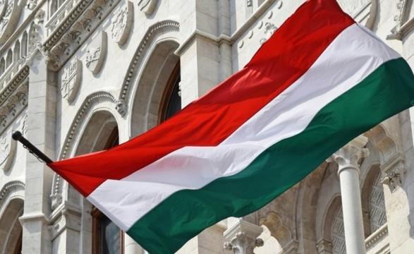 Аваков заявил, что накажет тех, кто угрожает депутатам за спетый гимн Венгрии