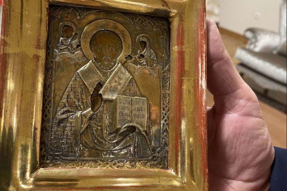 Лавров вернул подаренную ему в Боснии икону из Луганска