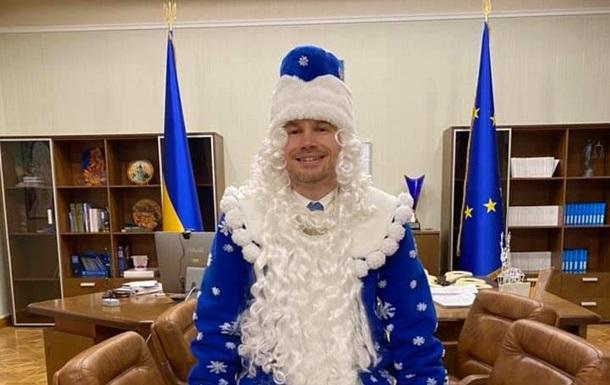 Министр юстиции Малюська в костюме Санта Клауса анонсировал приватизацию тюрем