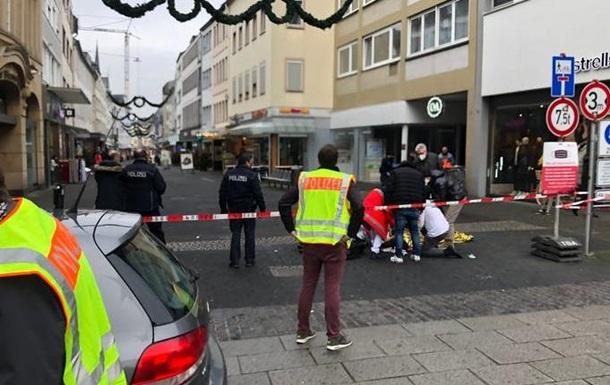 В Германии авто въехало в скопление людей, погибли четыре человека