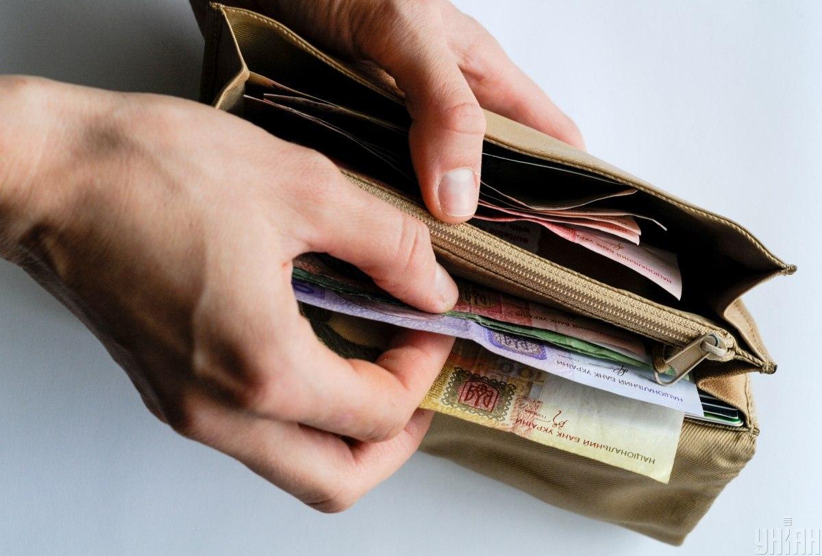 Степанов предложил начислять зарплату медикам по новому закону