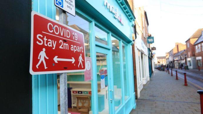 Британия на фоне нового антирекорда по заражению коронавирусом ввела жесткий локдаун