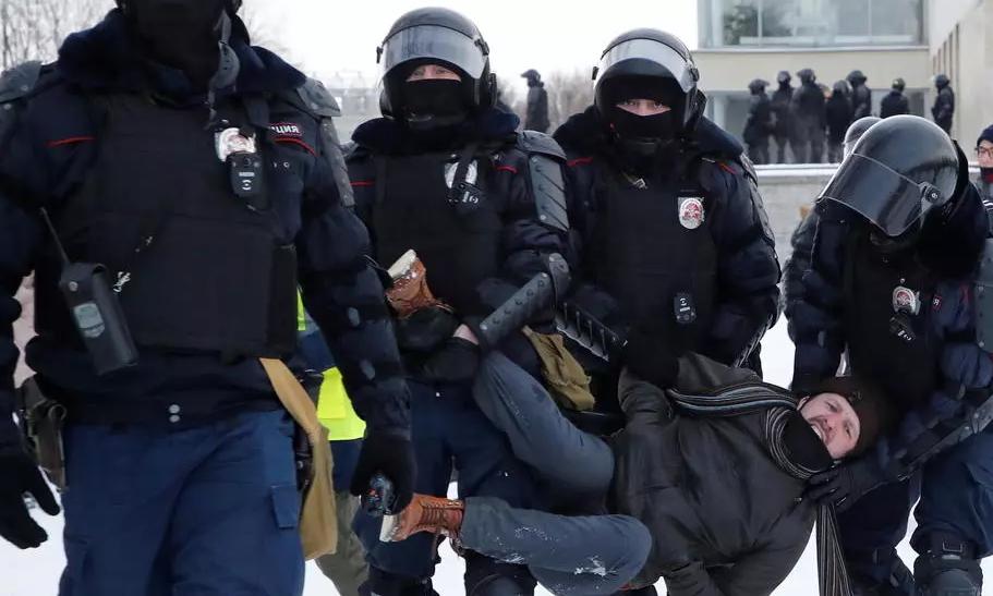В Питере начались жестокие избиения на акции за Навального