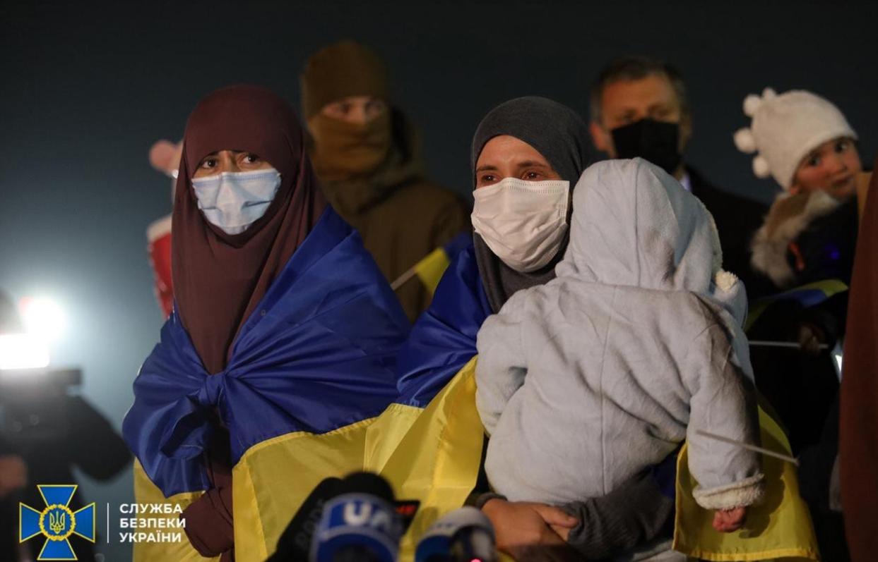 Из сирийского лагеря беженцев освободили украинок с детьми