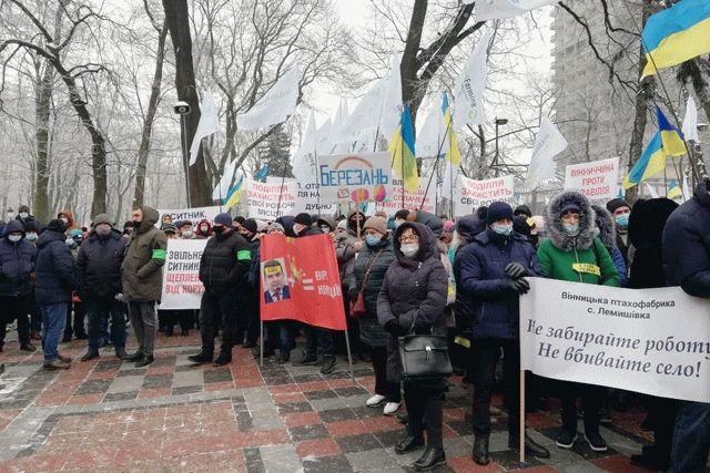 Работники агрохолдинга Бахматюка устроили очередной митинг против Сытника