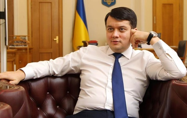 В «Слуге народа» отреагировали на отказ Разумкова поддержать санкции против телеканалов