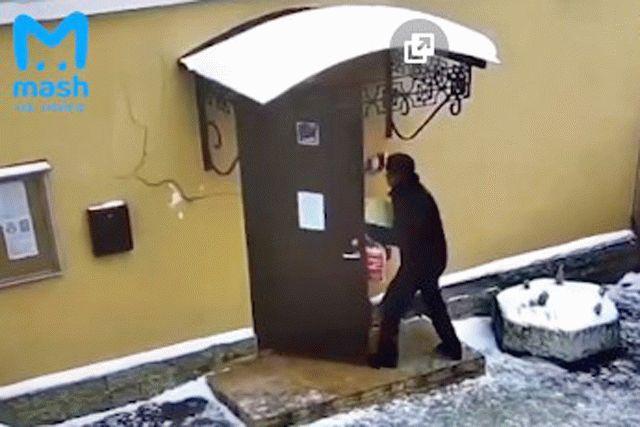 В России с ножом напали на работника Генконсульства Украины