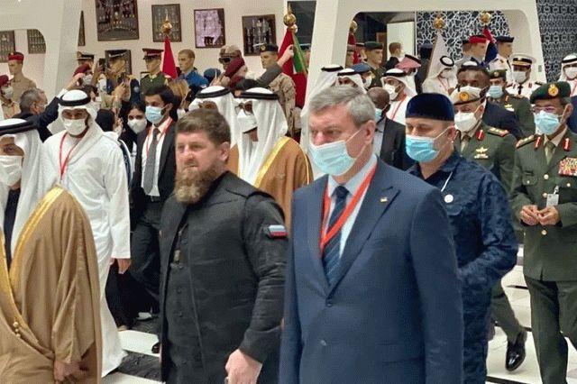 Уруского заметили с Кадыровым на выставке оружия в ОАЭ