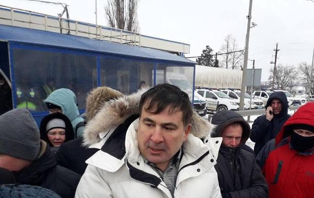 Саакашвили вместе с протестующими моряками перекрывает трассу в Одессе