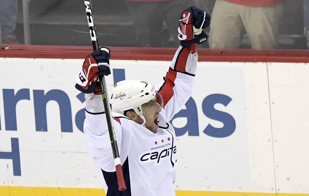 Овечкин вышел на седьмое место в списке лучших снайперов НХЛ