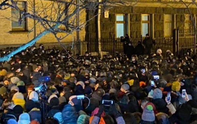 В ходе протеста под Офисом президента пострадали 27 правоохранителей