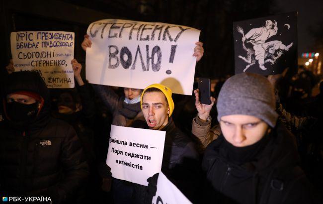 Под Офисом президента начались столкновения полиции и сторонников Стерненко