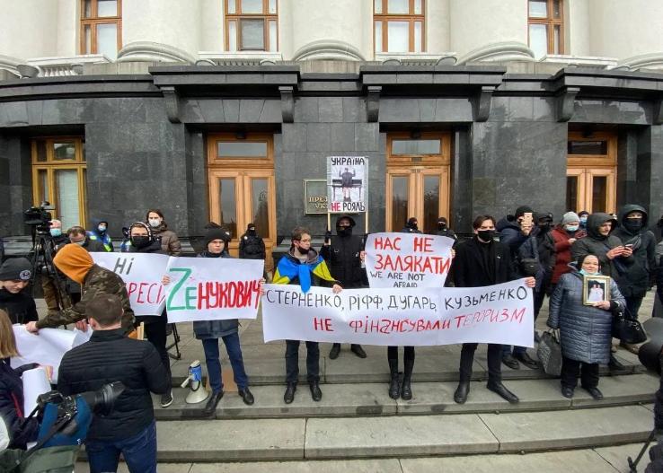 Под Офисом президента началась акция в поддержку Стерненко