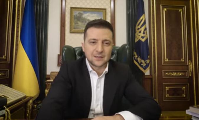 Зеленский на русском языке объяснил решение о закрытии телеканалов