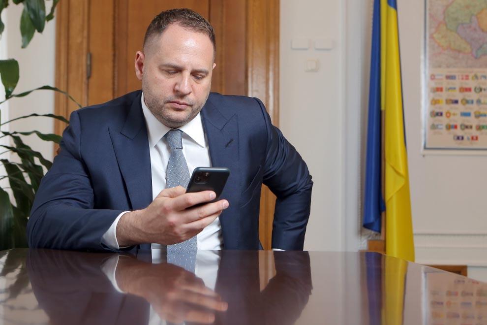 У Зеленского попросили США активнее помогать по Донбассу