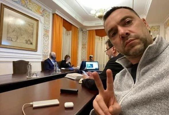 Арестович высказался о вероятности полномасштабной войны с Россией