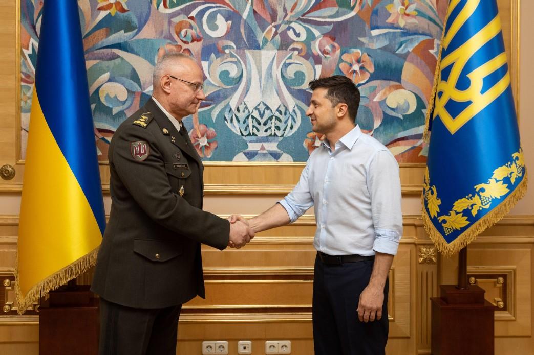 Хомчак заявил, что у Зеленского нет проблемы дать приказ о наступлении на Донбассе