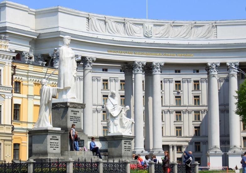 В МИД отреагировали на подготовку конференции Путина с Меркель и Макроном