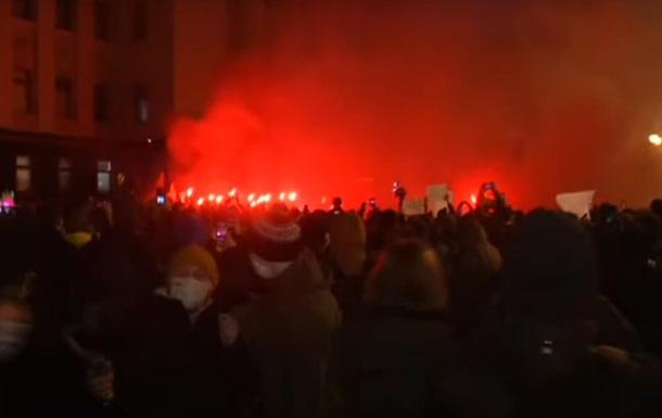 Офис президента мощно атаковали сторонники Стерненко