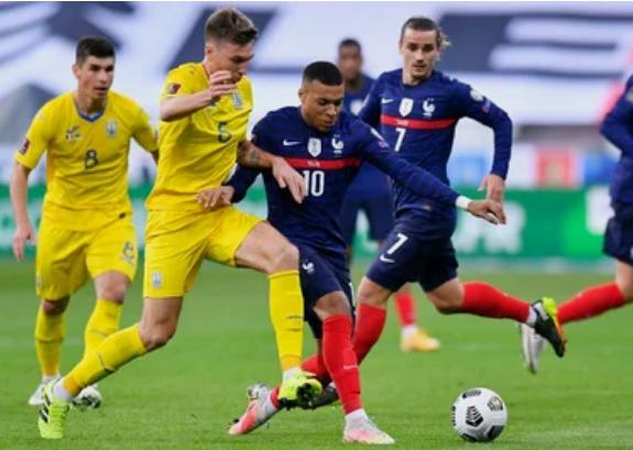 УЕФА записал гол сборной Украины в ворота Франции на Сидорчука