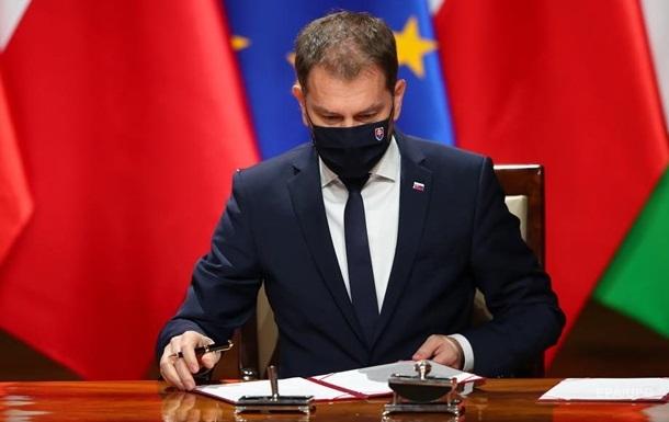 Премьер Словакии заявил, что пообещал России отдать Закарпатье за вакцину