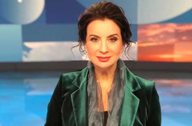 Российская ведущая Первого канала упала в прямом эфире и сломала руку